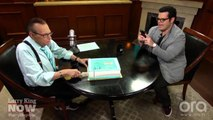Larry King, Josh Gad Celebrate 500th Episode of Larry King Now