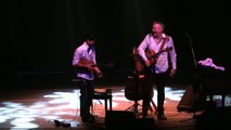 Tommy Emmanuel & Jake Shimabukuro - While my guitar gently weeps