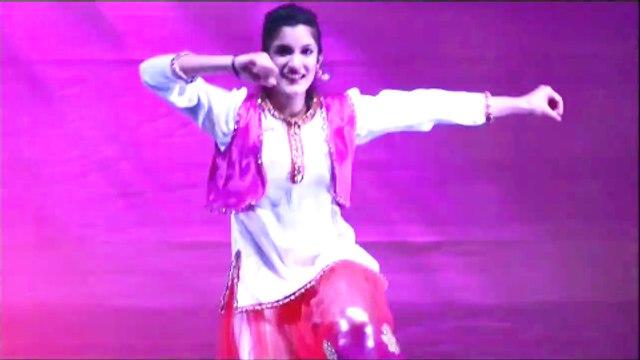 2 Pakistani Girls  Mehndi Dance 2015 Tery Lack