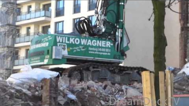 LIEBHERR 954 # LARGE DEMOLITION EXCAVATOR IN ACTION!!! TEARING DOWN BUILDING