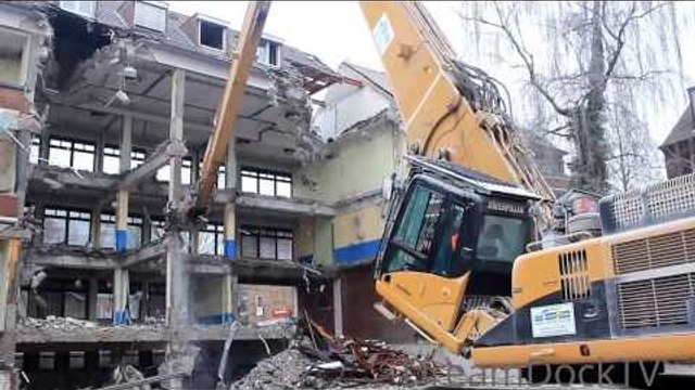 EXCAVATOR TEARING DOWN SCHOOL ++ CATERPILLAR 345C HRD LONGFRONT