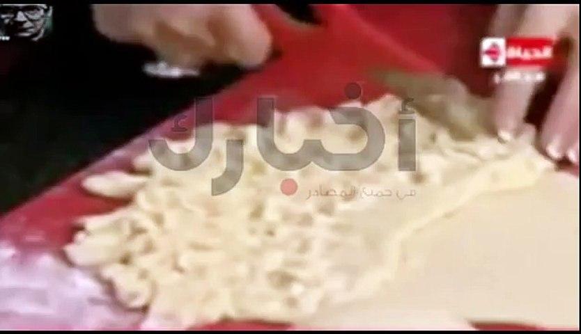 صرصار في برنامج طبخ على المباشر في قناة مصرية مشهورة