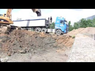 Cat 322C Loading Volvo FH12 440 6x4 Truck