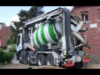 Concrete Mixer Truck With Remote Controlled Conveyor Belt
