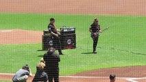 Metallica Joue l'hymne américain pour le match des Giants : version Heavy de the Star Spangled Banner