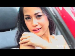 Model Cantik Indah Hasana Basah Saat Menyuci Mobil