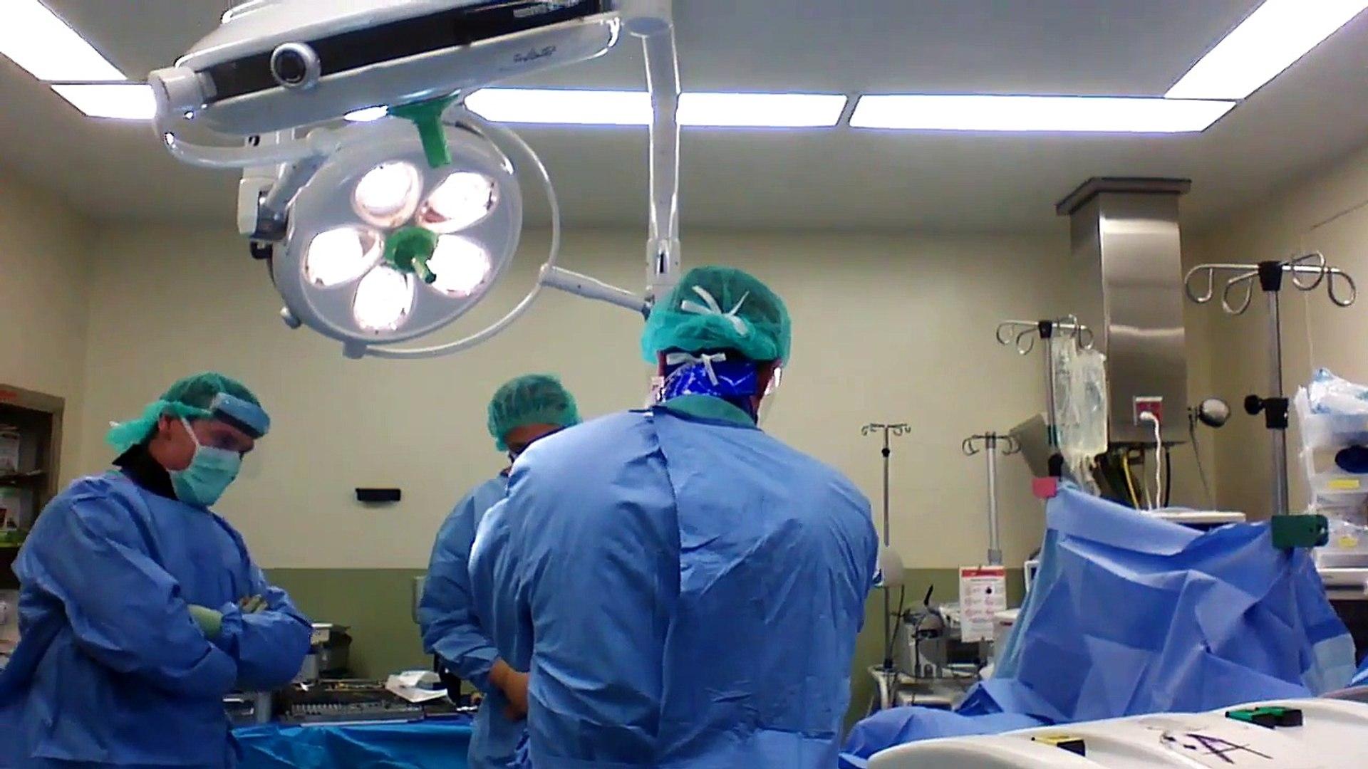 Un chirurgien orthopédique met en garde sur le port de