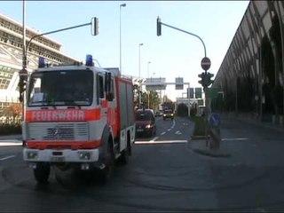 LF 16 + LF 10/6 FF Frankfurt + MZF + PKW BF Frankfurt