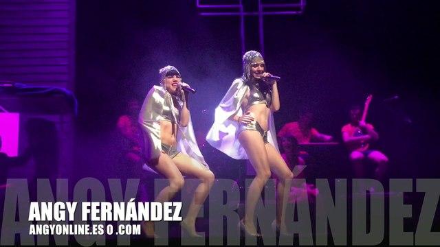 """Angy Fernández y Claudia Traisac interpretando """"Suma Latina"""" en el musical """"La LLamada"""", ¡No te lo pierdas en el Teatro Lara!"""