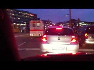 Johanniter im Feierabendverkehr und HLF BF Stuttgart Königstr. ©
