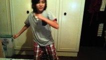 menino de 8 anos dança como ninguem