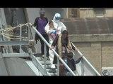 Napoli - Migranti, sbarcati 562 nuovi profughi -1- (06.05.15)