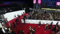 Sam Heughan and Caitriona Balfe Red Carpet Interview - People's Choice Awards 2015