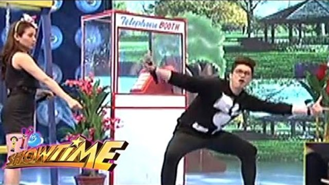 Vhong shows off his astig jump rope moves