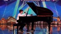 Pianist et chanteur Isaac fait fondre les juges en larmes.