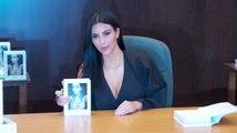 Kim Kardashian rend un fan heureux à une séance de dédicaces