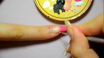 Un nail art fleuri sur une french manucure