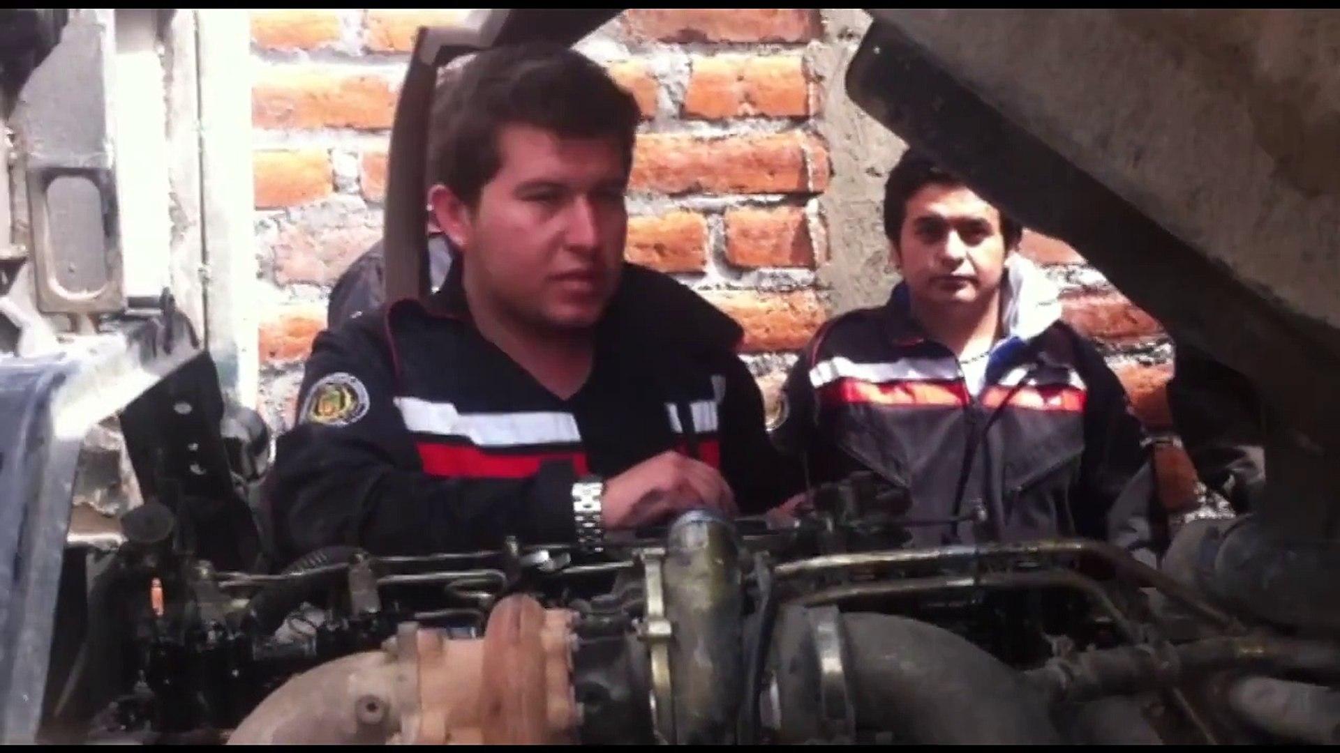 Calibración de válvulas de un motor Hino FF a diesel