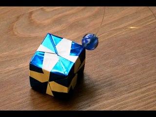 Origami - Décoration de Noël : Le cube [Senbazuru]