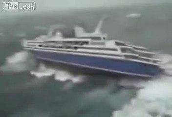 Yolcu gemisinin akılalmaz fırtınayla imtihanı