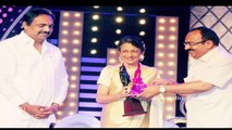 Tanuja Mukerji receives Raj Kapoor Lifetime Achievement award with daughter Tanishaa Mukerji