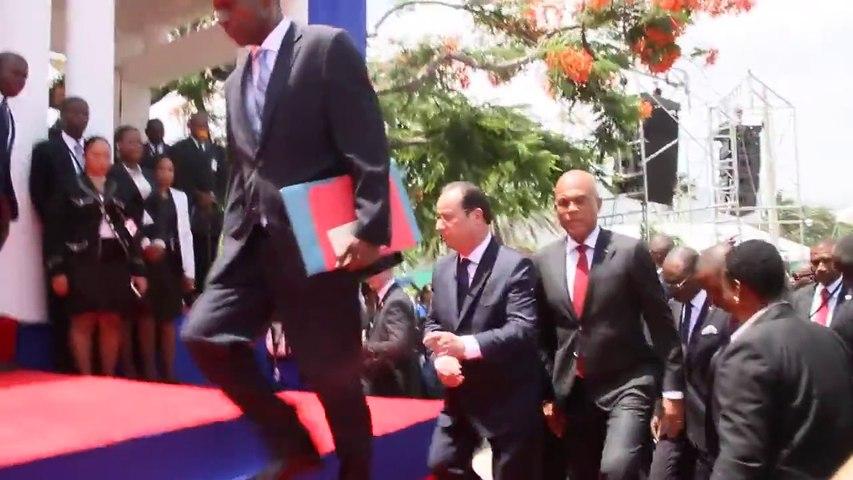 Et François Hollande tomba en Haïti