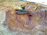 Unfall - Bagger stürzt in Sandgrube Excavator Crash 事故
