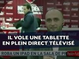 Il vole la tablette tactile de l'entraîneur du club en plein direct télé !
