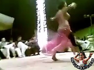 akhiyan larai ka dil dhadka de zara - Private Party Mujra cute dancer