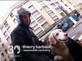 Matisse le Golden Retriever et Thierry Barbaut en vespa a Paris