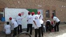 شباب مأرب يرسمون لوحات توعوية على الجدران في مأرب ـ برعاية ملتقى طلاب كلية مأرب