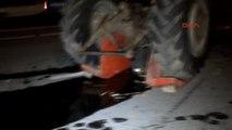 Akyazı'da Ters Yöne Giren Traktör Otomobille Çarpıştı: Aynı Aileden 3 Ölü, 3 Yaralı