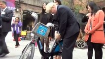 Chinese mob London mayor Boris Johnson on trade mission