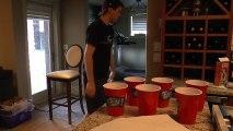 Il réalise des magnifiques Trick avec des balles de Ping pong