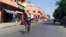 Balade dans les fins fonds de Marrakech en Mobylette 103 XP avec MICHAEL de l'Amour est aveugle