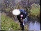 Double fail au bord d'une rivière : la traverser... FAIL... rester au bord... FAIL
