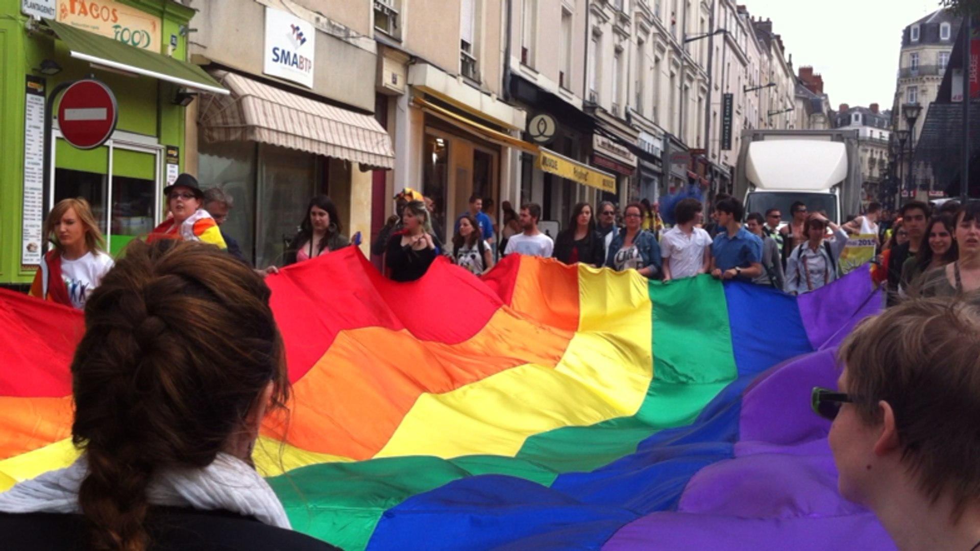 rencontre chat gay pride a Angers