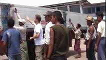 Myanmar: Déchargement d'un avion cargo MSF à Yangoon [Médecins Sans Frontières]