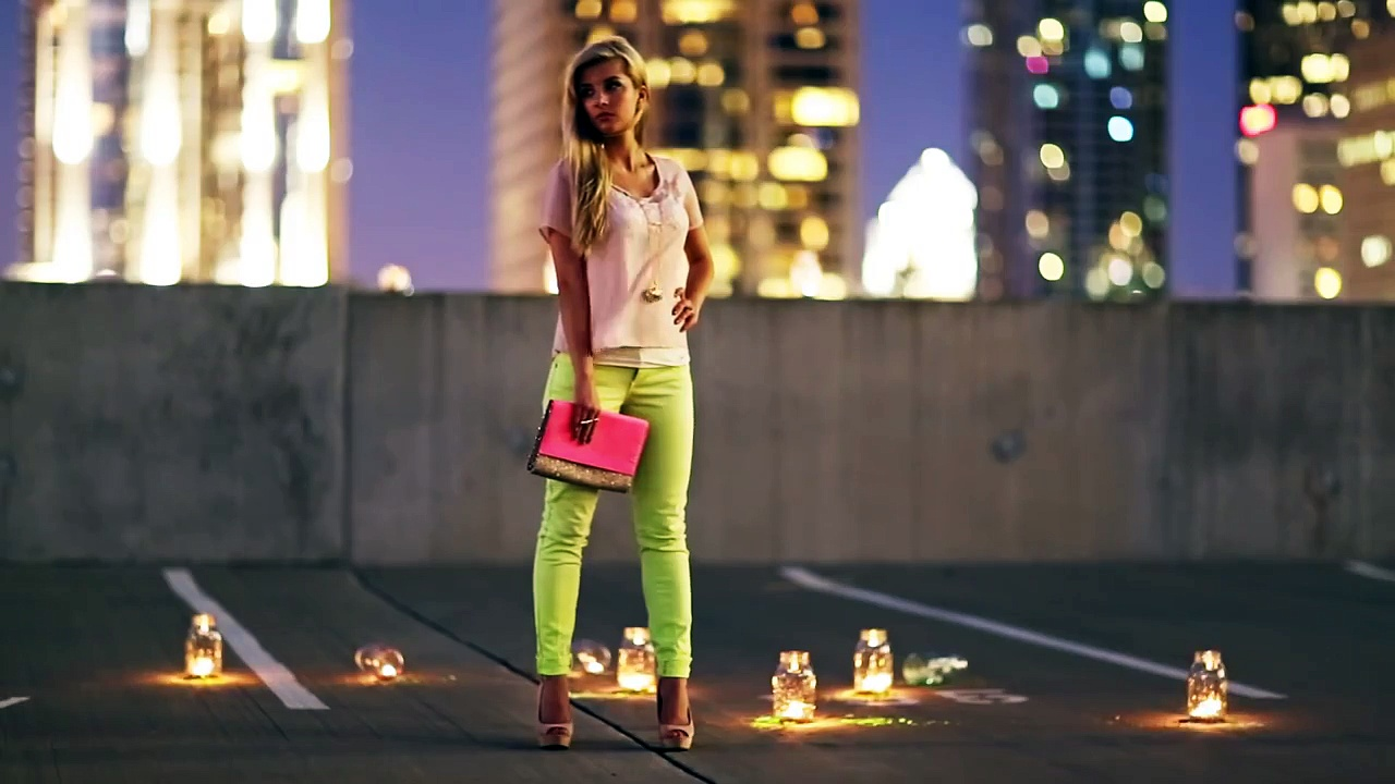 Styling Bright Jeans. http://bit.ly/2zwnQ1x