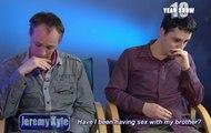 Deux amants homos apprennent qu'ils sont demi-frères à la télévision