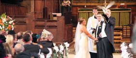Une chouette amène les alliances vers l'autel