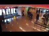 Famoso Violinista Joshua Bell tocando de incógnito en la estación de metro