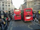 Londres: Double deck bus na Oxford Street.