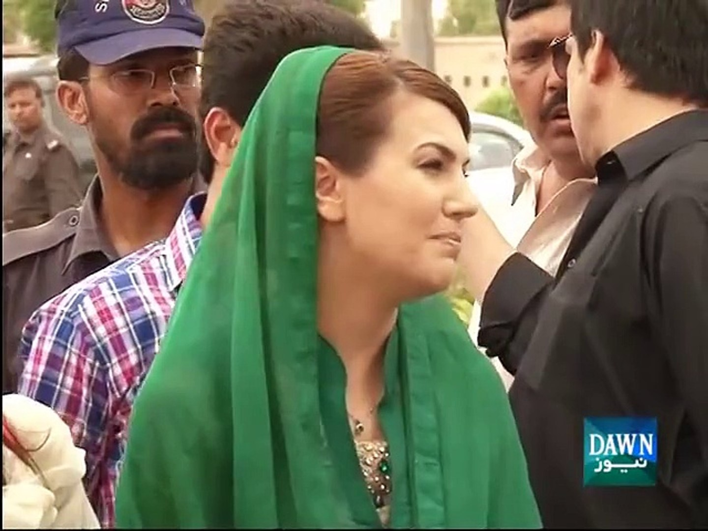 Reham Khan Boycotts PTI - Scolds PTI in front of the media