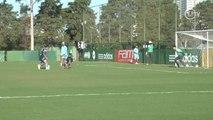Com golaços e dribles, Barrios brilha em treino do Palmeiras