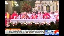 Manifestantes pro aborto irrumpen en catedral de Santiago de Chile durante sermón