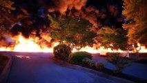 Spectaculaire incendie d'un camion-citerne aux États-Unis