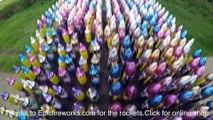 Allumer 300 fusées et feux d'artifice en même temps : dingue