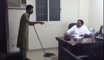 Funny Sindhi employees fights with his Arab Qafeel