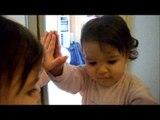 bébé découvre le miroir - bebê descobre o espelho